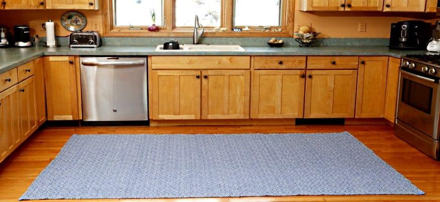 Savannah Denim Blue / White Eco Cotton Rug in the kitchen
